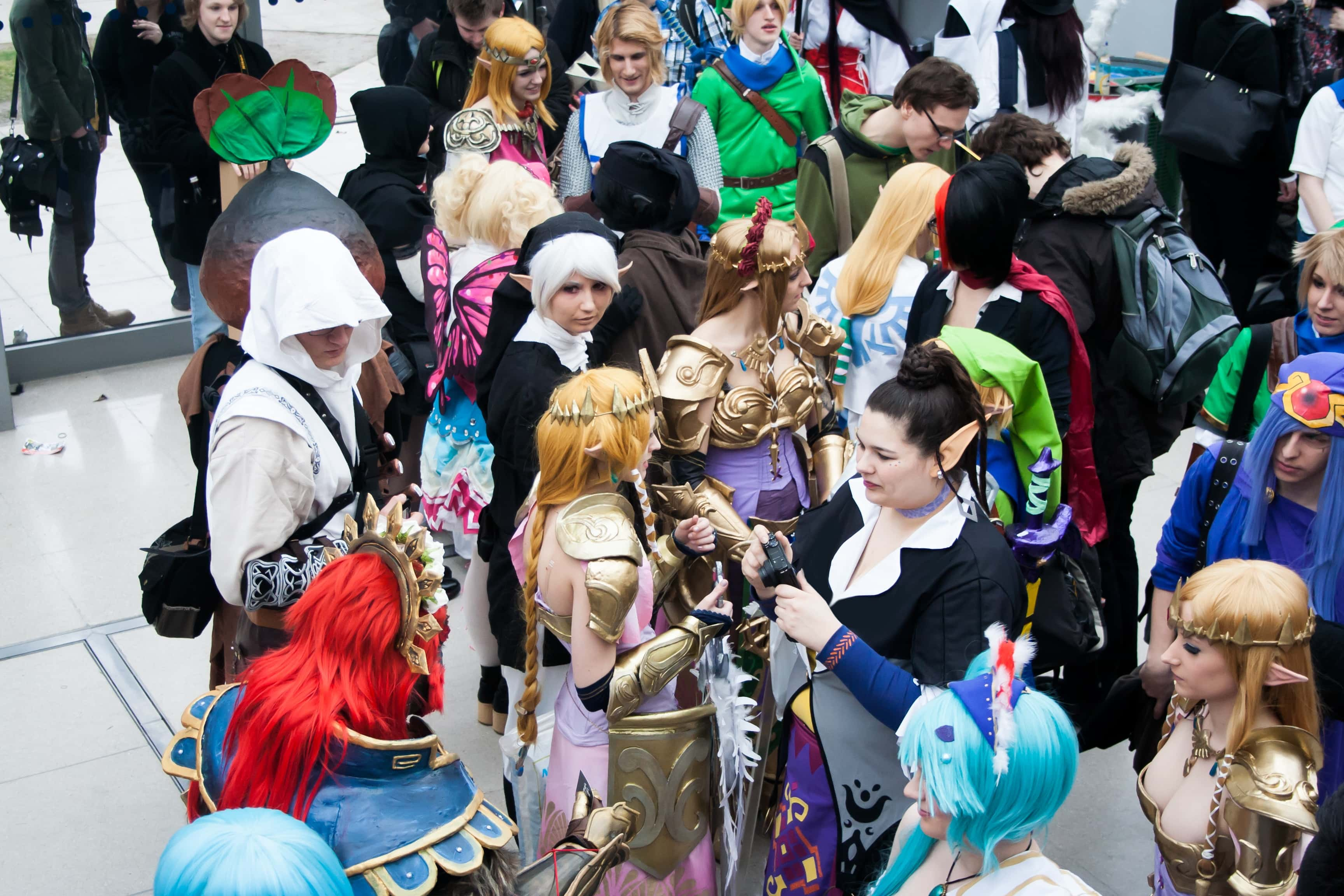 10 Ways to Make Cosplay Friends at Conventions!